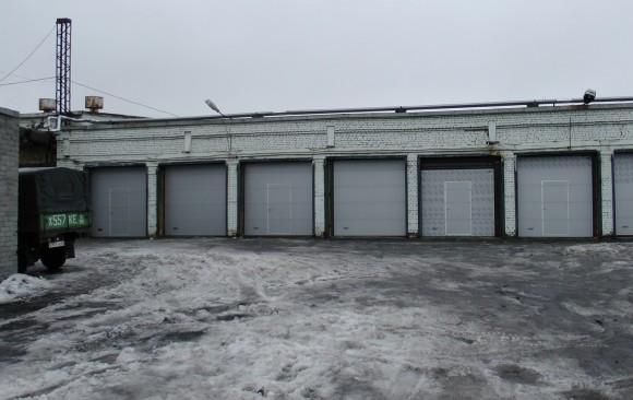 Установка промышленных секционных ворот DoorHan